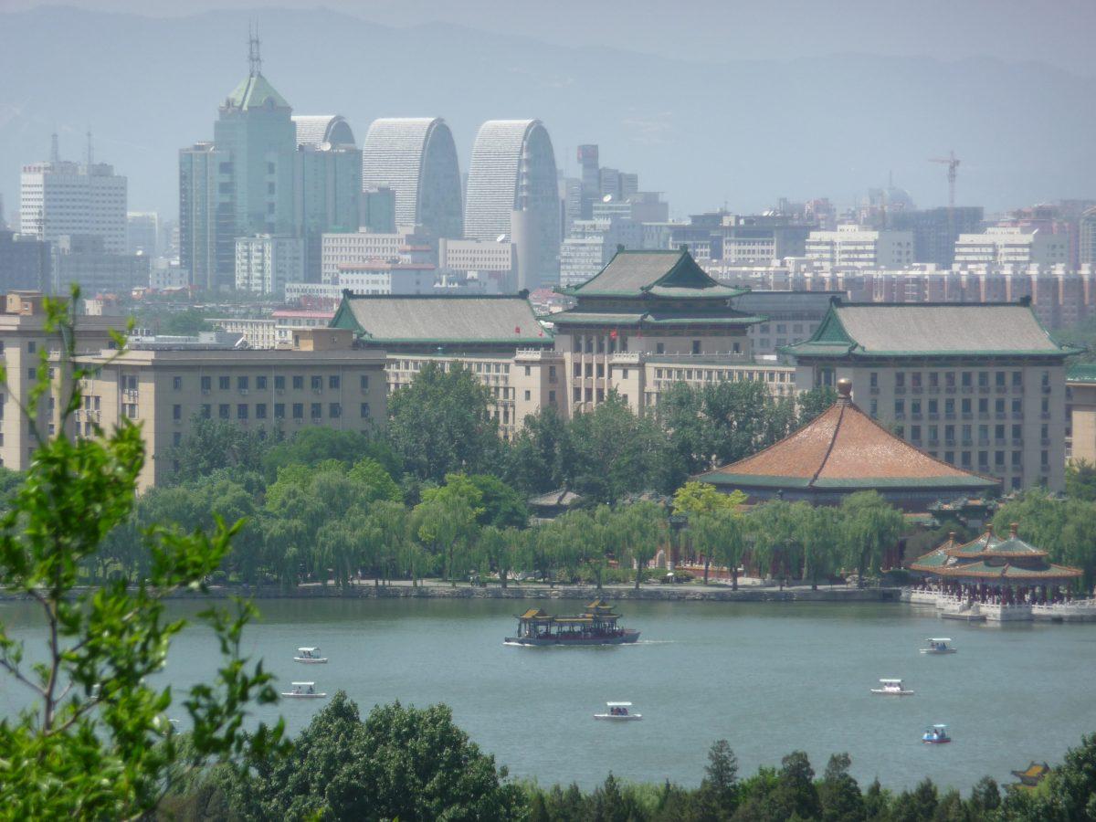 LIVING IN CHINA – Wohnen in Peking Slide 1